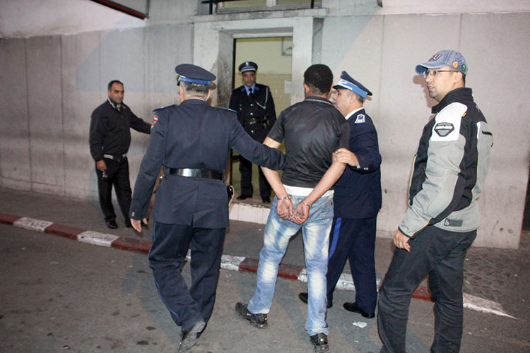 إيقاف «الشديد» الذي دوخ الأمن واعتدى على رئيس فرقة للصقور البيضاء