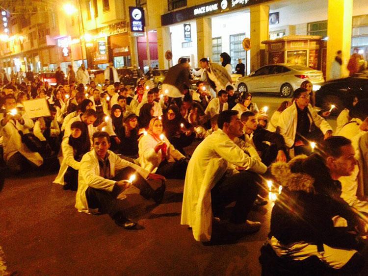 مسيرة بالشموع للأساتذة المتدربين بوجدة ضد المرسومين