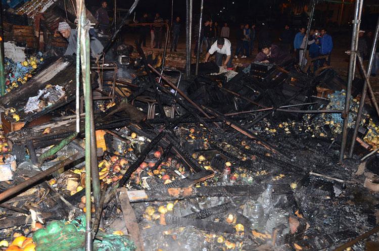 النيران تدمر سوق عشوائي بمدينة سطات عن أخره