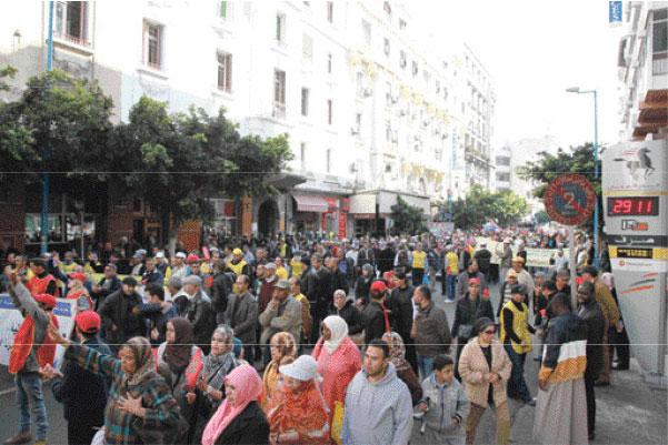 نقابة الاستقلال تهاجم بنكيران وترد على تشكيكه في مسيرة البيضاء بإضراب عام