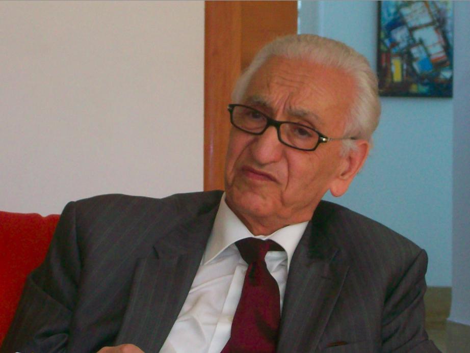 وفاة المعارض الجزائري ورئيس جبهة القوى الاشتراكية حسين آيت أحمد