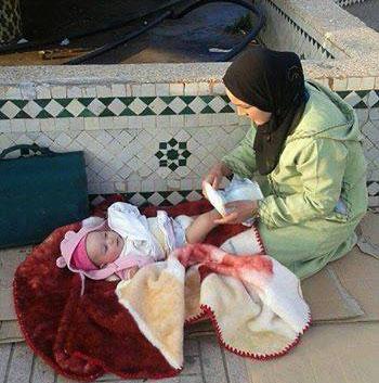 اعتصام أسرة أمام عمالة إقليم برشيد للمطالبة بالاستفادة من السكن