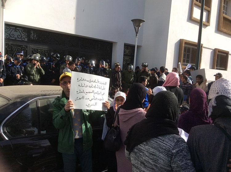 عاجل: المكفوفين المعطلين يحاولون اقتحام مقر البرلمان