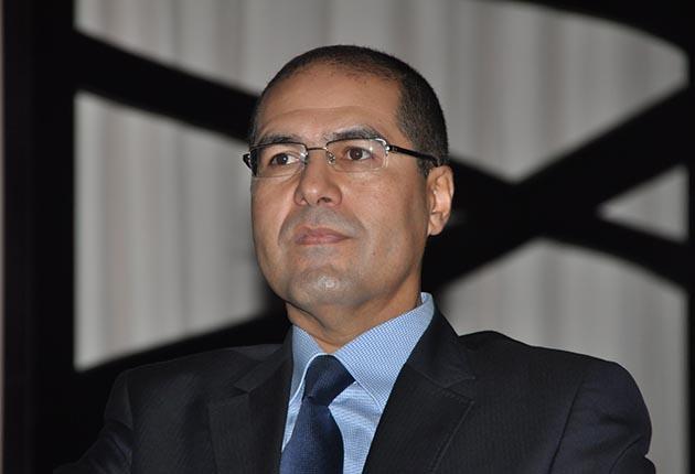 الوالي سفير يحرم جمهور الوداد والرجاء من التيفوهات