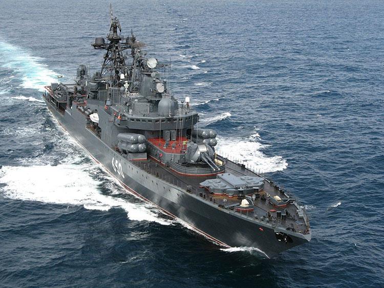 سفينة حربية روسية توجه طلقات لسفينة تركية