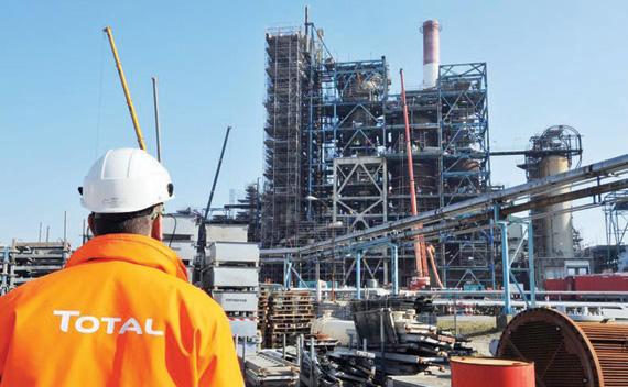 """""""توتال"""" توقف عمليات التنقيب عن النفط بالسواحل الجنوبية للمغرب"""