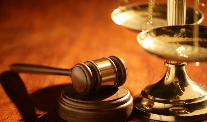 السجن لتركي متهم بالإرهاب والبراءة لزميله مع إبعادهما خارج المملكة