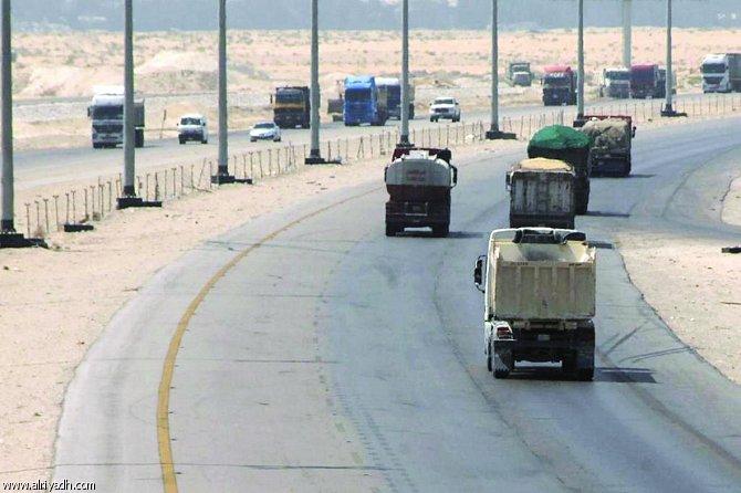 سائقو الشاحنات الثقيلة بالجنوب متذمرون من أعوان مراقبة الطرق بأكادير