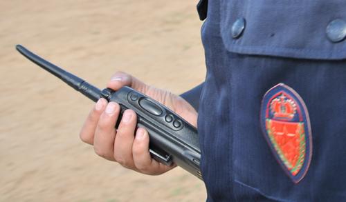 اعتقال شرطي «مزور» بسلا يبتز ضحاياه بأصفاد وأجهزة لا سلكية