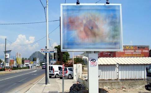 مستشار بمقاطعة المعاريف بالبيضاء يكشف فضيحة سرقة الإنارة العمومية لإضاءة اللوحات الإشهارية