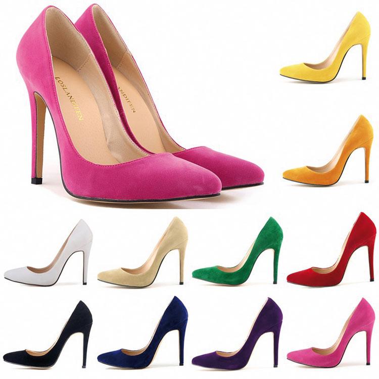 كيف ترتدين الأحذية الملونة