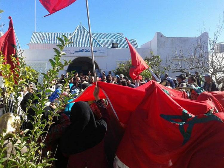 وقفة احتجاجية أمام جماعة العليين للمطالبة بفتح تحقيق في منع السكان من تحفيظ أملاكهم