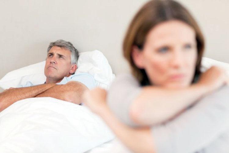 كيف يؤثر انقطاع الطمث على العلاقة الحميمية والنفسية للزوجين ؟