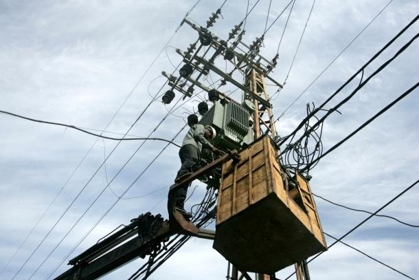 قيادي بالتقدم والاشتراكية يقطع الكهرباء عن جماعة «عامر» بضواحي سلا