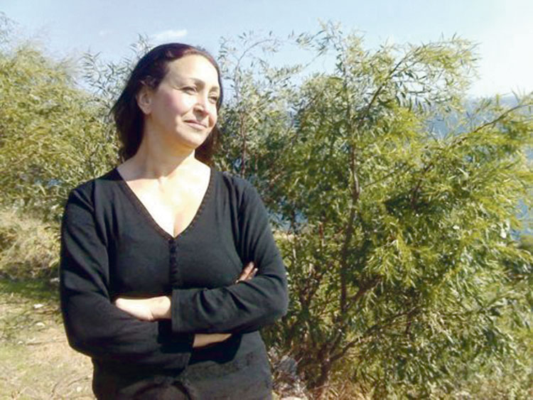 الشاعرة مليكة مزان تقدم الولاء لإسرائيل