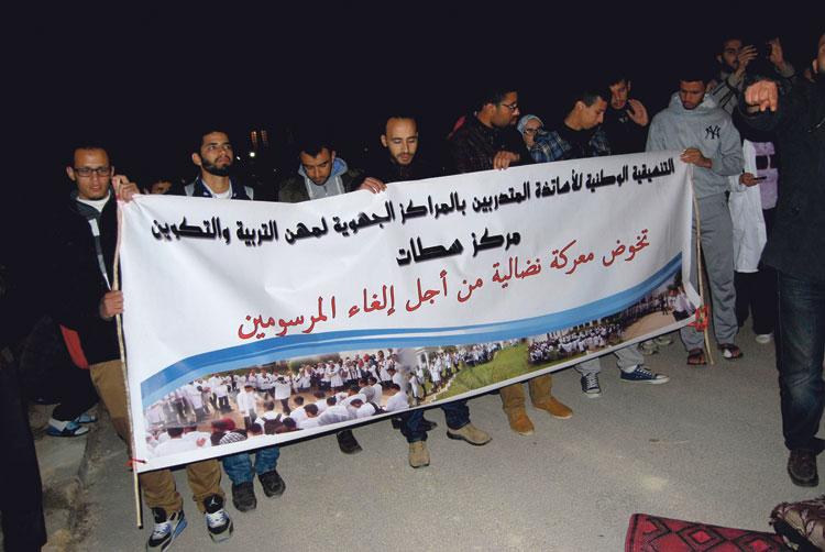 الأساتذة المتدربون بسطات يصعدون احتجاجاتهم بعد منعهم من دخول المركز الجهوي ليلا