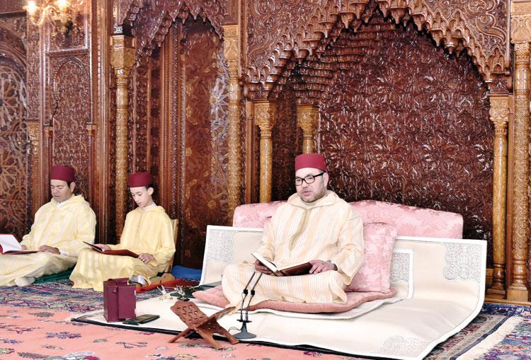 الملك يستهل أنشطته الرسمية بإحياء الذكرى الـ17 لرحيل والده الحسن الثاني