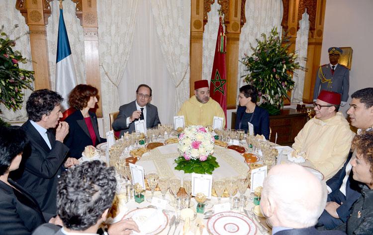 الملك محمد السادس يدعو الرئيس الفرنسي فرانسوا هولاند إلى مأدبة عشاء بباريس