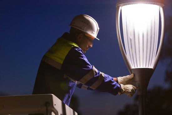 ضبط شركة إشهارية تختلس الكهرباء ومواطن يبتلع شيكا بقيمة 40 مليونا ببركان