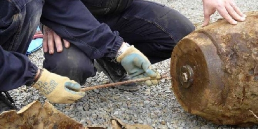 العثور على قنبلة قرب مقبرة في بو القنادل