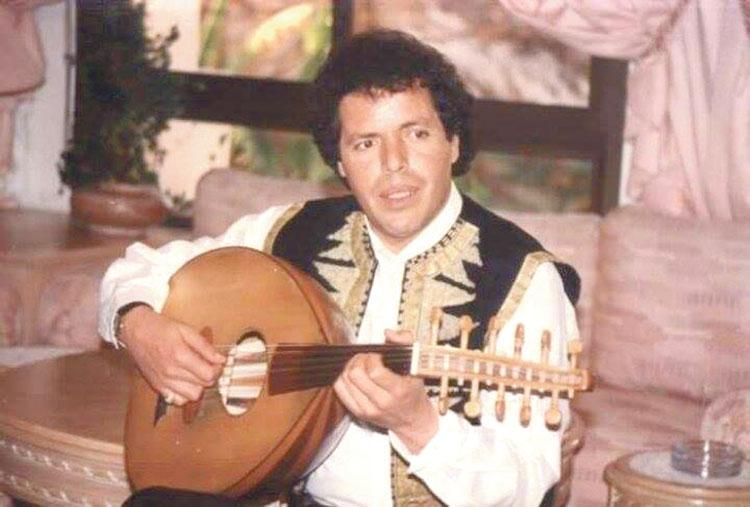 """المغني محسن جمال يصاب في حادثة سير خطيرة  قال لـ""""الأخبار"""": «أرغمت على اقتعاد كرسي متحرك وسأجري عملية جراحية قريبا»"""