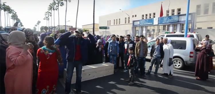 أسر الطالبات ضحايا حادث سير تتهم مستشفى مولاي عبد الله بإهانة جثث بناتها