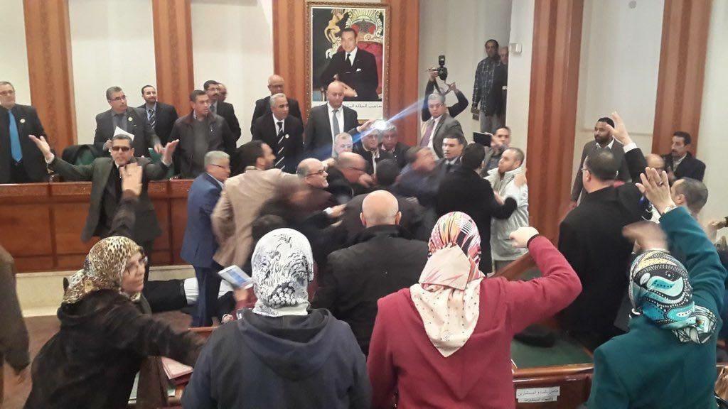 دورة مجلس الرباط تتحول إلى حلبة للمصارعة بين مستشاري «البيجيدي» و«البام»