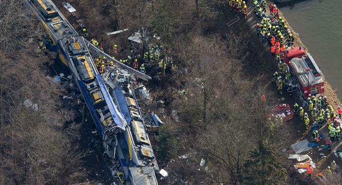 قتلى ومئات المصابين في تصادم قطارين بألمانيا
