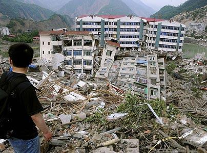 زلزال بقوة 7.8 درجات يضرب اندونيسيا وتحذير من تسونامي