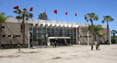 تجار أكبر مركب تجاري بأكادير يثورون ضد المجلس البلدي