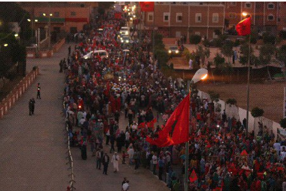 آلاف المحتجين يخرجون في مسيرة بالعيون ضد تصريحات بان كي مون