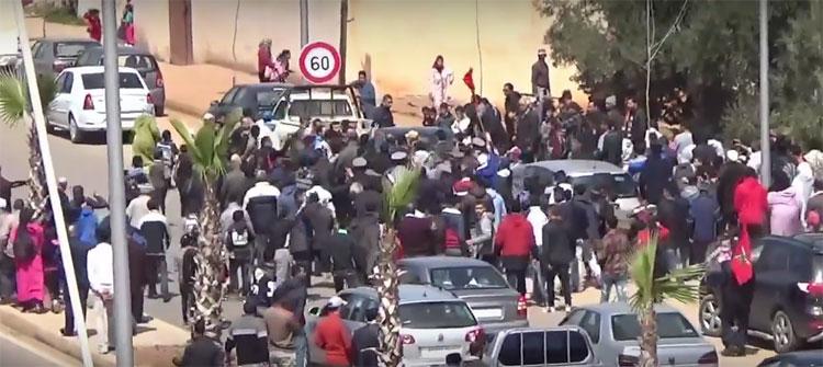 شريط فيديو يكشف الأجواء المهينة لاستقبال برلمانيي «البيجيدي» بضواحي فاس