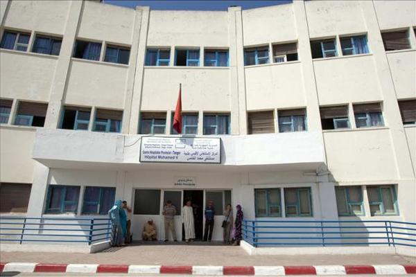 مجهولون يحولون محيط مستشفى محمد الخامس بطنجة إلى ساحة حرب
