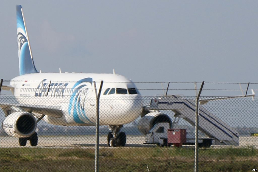 السلطات القبرصية تعتقل خاطف الطائرة المصرية وتحرر الركاب