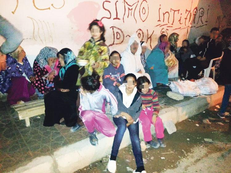المتضررون من انهيار عمارة سكنية بفاس يطردون مستشارا من «البيجيدي» من معتصمهم