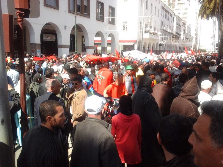 مسيرة الرباط تنطلق مليونية في غياب القيادات السياسية