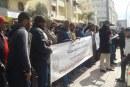 سلاليون بسيدي الطيبي يحتجون أمام ابتدائية القنيطرة ضد استغلال أرضهم