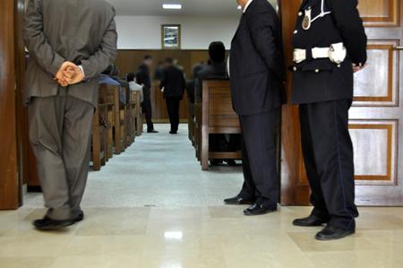 20 سنة سجنا لموظفين بمحكمة بفاس اختلسا مليارين