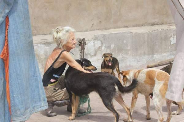 الأمن يحقق في وفاة «مارليس» مربية الكلاب بالبيضاء
