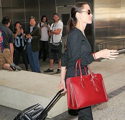 أنجلينا جولي نحيفة جدا بسب فقدان الشهية إذ أصبح وزنها 35 كيلوغراما