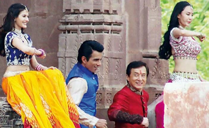 جاكي شان يرقص على الطريقة الهندية