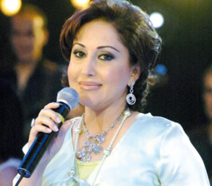 محمد شرف الدين وأسرة زوجته رجاء بلمليح.. عزاء وقضاء