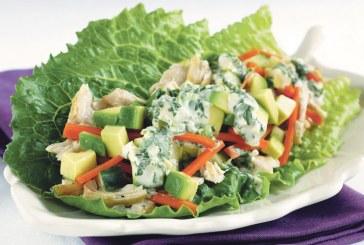 سلطة الدجاج بالخضر والأعشاب