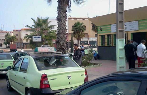 سائق طاكسي يضرم النار في جسده في ساحة بطنجة