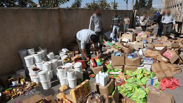 التحقيق مع أجانب وزعوا موادا غذائية فاسدة على مشردين بالفنيدق