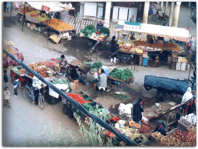 تدهور صحة باعة متجولين يخوضون إضرابا مفتوحا عن الطعام أمام بلدية رباح بالقنيطرة