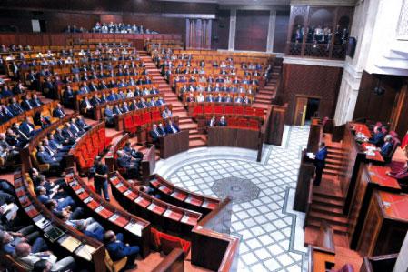 """البرلمان يجري انتخابات """"شكلية"""" بعد توزيع مناصب المحكمة الدستورية على الأحزاب"""