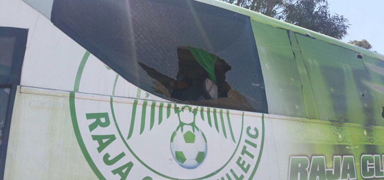 الرجاء يحمل الناصيري مسؤولية تهشيم حافلة الفريق بـ«ثلاث بوكدرة»