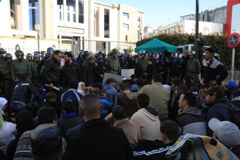 مكفوفون يحاولون الانتحار جماعيا أمام وزارة الحقاوي