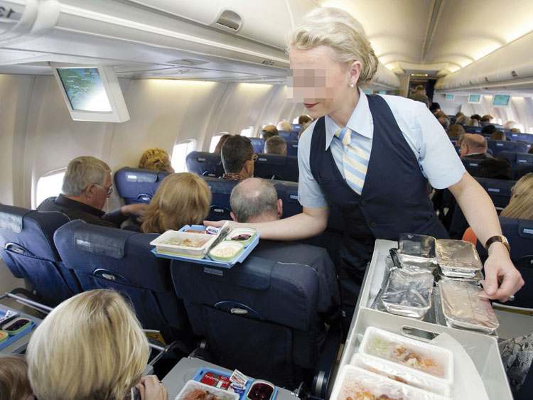 الأخبار تكشف الوجه الآخر لمهنة مضيفي الطيران